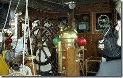 2003.07.03-160.22 intérieur du voilier De Waruci