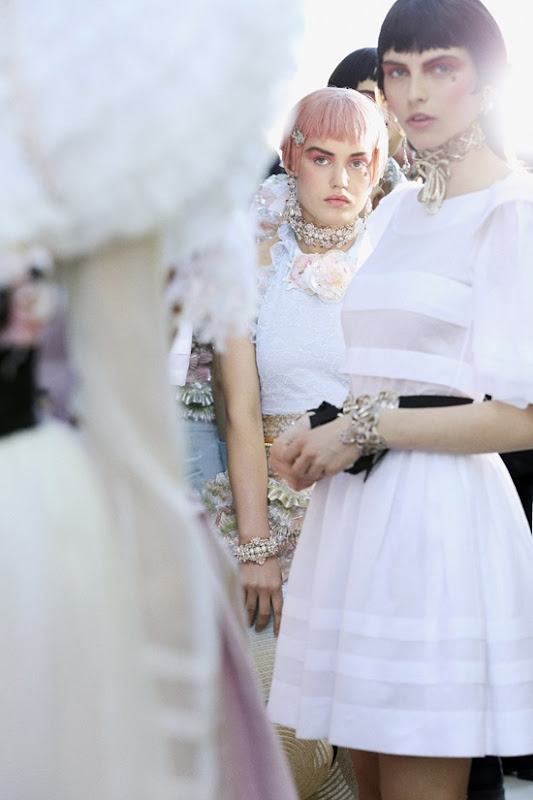 Backstages_at-chanel-resort-2012-by_Benoit_Peverelli_Versailles_karlina-caune
