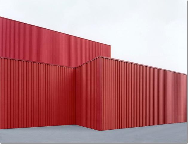 josef schulz_sachliches Halle rot #2, 2001
