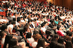 Jóvenes asistentes a conferencia