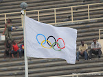 Drapeau olympique flottant au stade des martyrs  Kinshasa. Radio Okapi/ Ph. John Bompengo