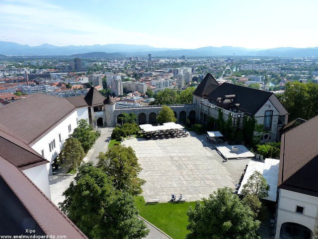 patio-interior-del-castillo-de-ljubljana.JPG