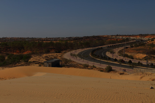 Mui Ne Highway next to the white sand dunes