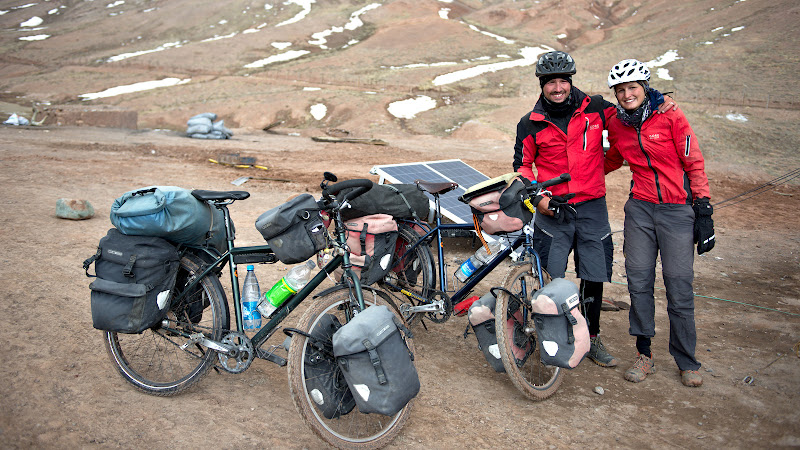 Primi biciclisti intalniti in sens invers la granita, de data aceasta din Elvetia.