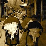 Lijiang - Vieilles femmes Naxi se tenant par la main
