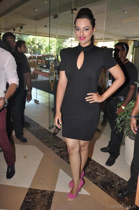 Sonakshi Sinha Hot in Black Short Dress Pics 1