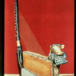 33 - Arpa de oro del ajuar de la reina Subad