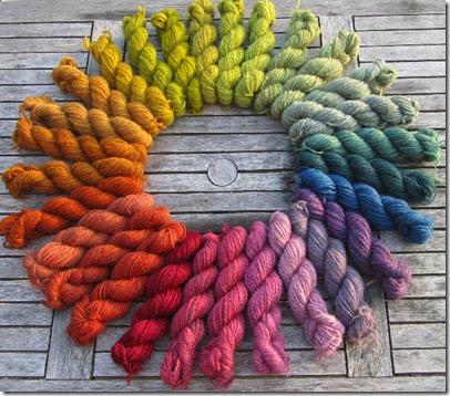 Handgesponnene Pommernwolle pflanzengefärbt