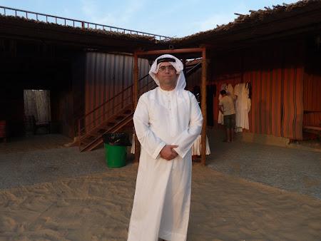 Dubai Desert Safari: imbracat in arab
