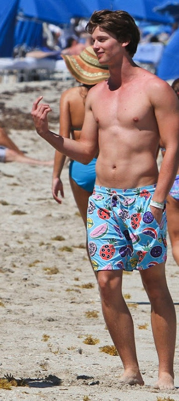 Patrick-Schwarzenegger-shirtless-5