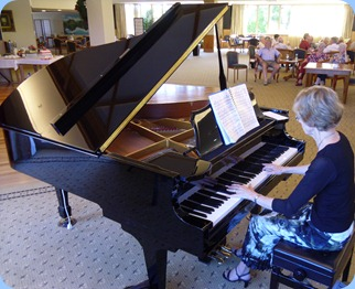 Our talented member, Denise Gunson, played a session during Happy Hour.