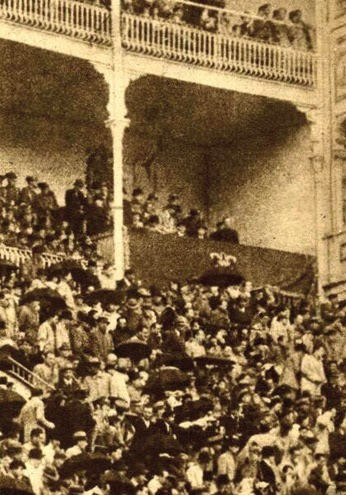 1944-05-02 (p. El Ruedo) Presidencia y publico de las Ventas