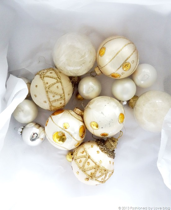 white-christmas-baubles