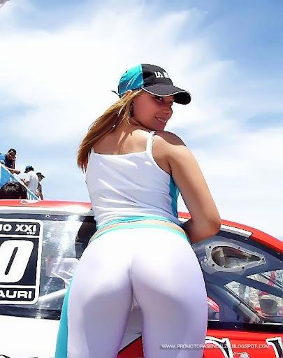 promotora02zg2 jpg chica en calza y coches chicas en calza