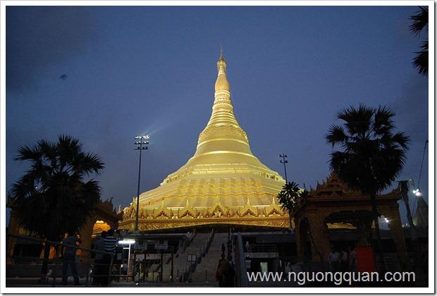 800px-Pagoda_at_Mumbai_