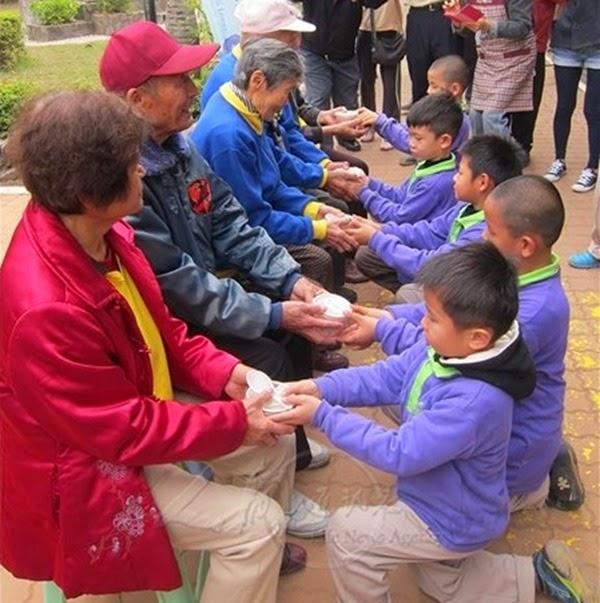 phat-giao-the-gioi-dai-loan-dang-chao-cu-gia (5)
