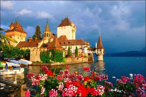 قلعة Oberhofen  المطلة علي بحيرة ثون
