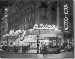 VUE NOCTURNE DU RESTAURANT LA ROTONDE A PARIS EN 1939