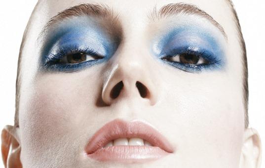sombra-azul-maquiagem-inverno
