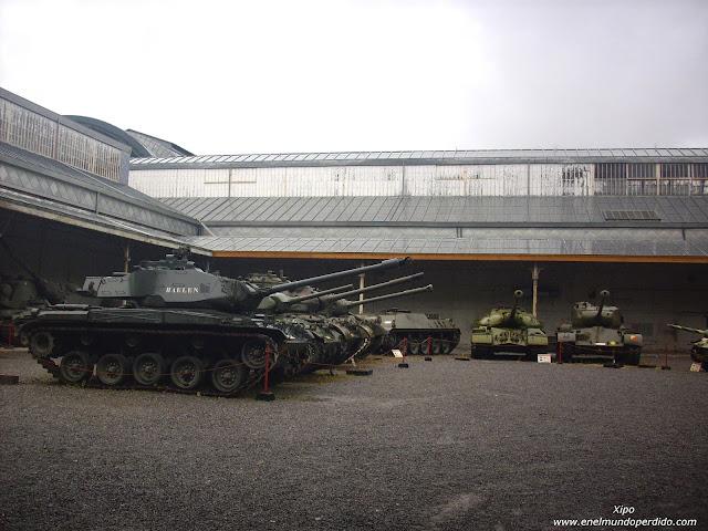 sala-de-los-tanques-en-el-museo-del-ejercito-de-bruselas.JPG
