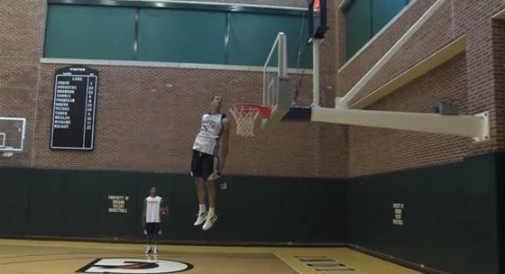 Прыжок Джеральда Грина с заглядыванием в баскетбольную корзину
