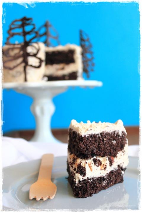 Torta ricca al cacao con glassa al caramello