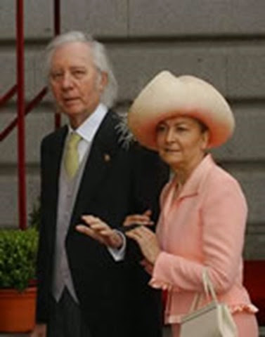 Francisco Umbral, escritor y colaborador habitual de El Mundo, con su esposa