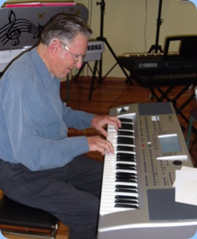 Roy Steen playing his Korg Pa80