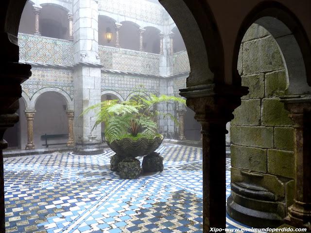 patio-interior-palacio-da-pena-sintra.JPG