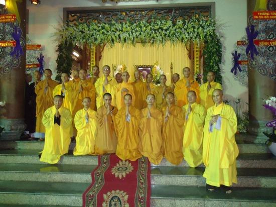 hoa-thuong-tue-sy-vieng-tang-le-hoa-thuong-thich-minh-chau (2)