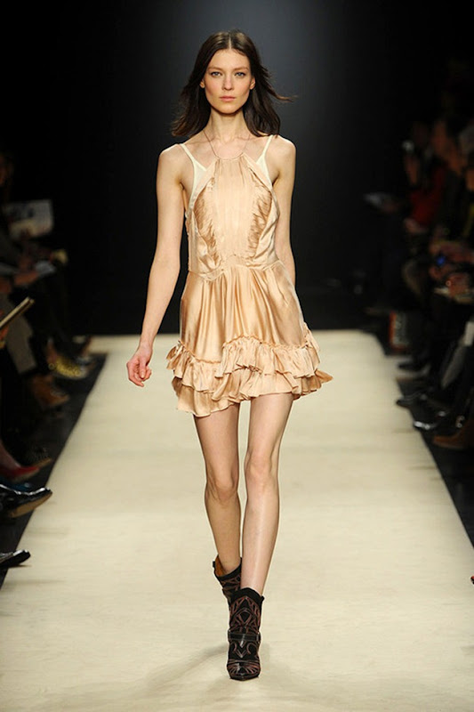 Isabel-marant-FALL-2012-RTW-podium-010_runway