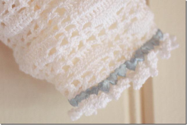 Håndlaget dåpskjole heklet blonder IMG_2219