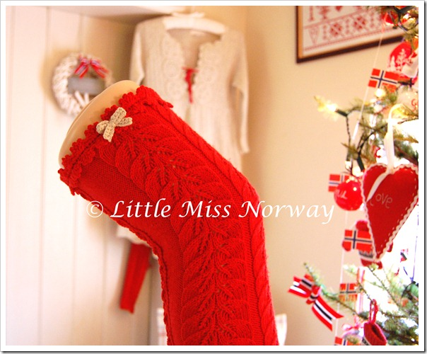 RED VM JUL LEGWARMERS
