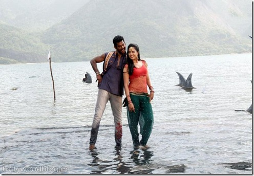 Vishal_sameera_reddy_romantic_song_stills_in_vedi (5)