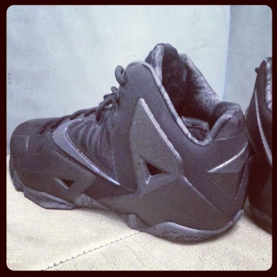 nike lebron 11 gr triple black 1 06 New Nike LeBron 11 Triple Black with Camo Details