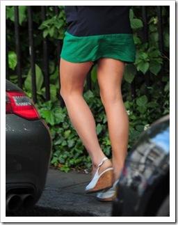 Pippa Middleton fa shopping in minigonna per le vie di Londra (LaPresse)7
