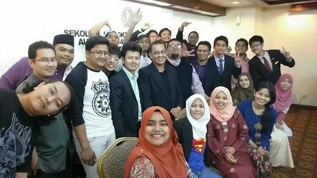 DAP Mula Rekrut Remaja Melayu Pemuda Dan Puteri UMNO Buat Apa Sibuk Selfie