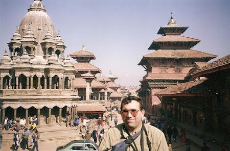 2003 piata centrala din Patan.jpg