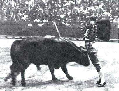 1933-05-27 (La Estampa) Villalta en un pase por alto