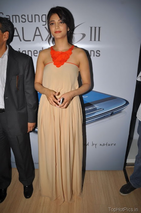 Shruti Hassan Hot Pics from Mobile Launch Event 3