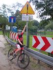 Wjazdu do Trójmiejskiego Parku Krajobrazowego strzegą groźne żaby, które rzucają się na rowerzystów. Na szczęście zostaliśmy ostrzeżeni.
