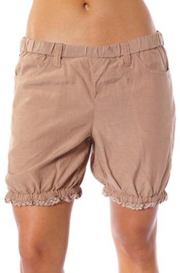 #572 smirk shorts powder