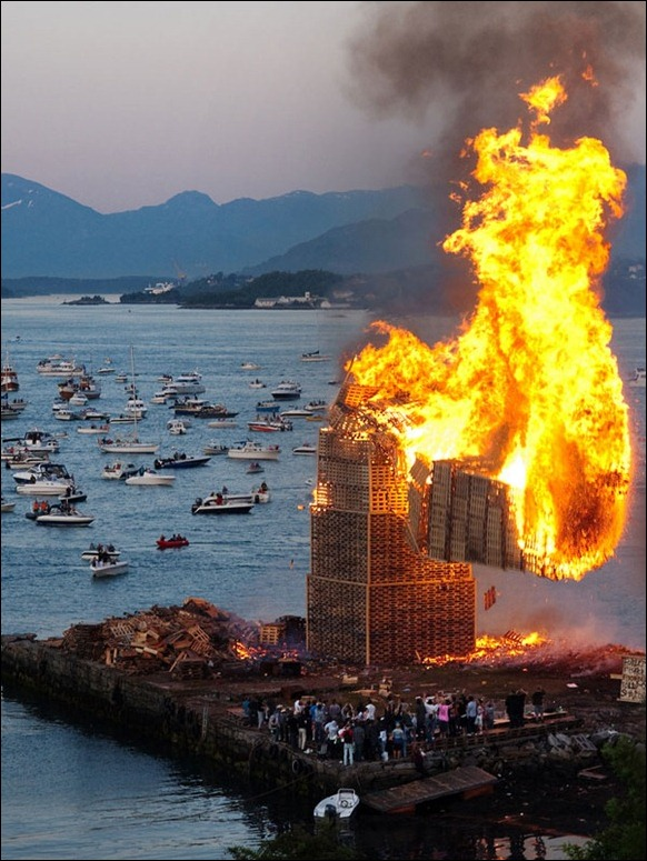 The_World's_Biggest_Bonfire_Ever_07