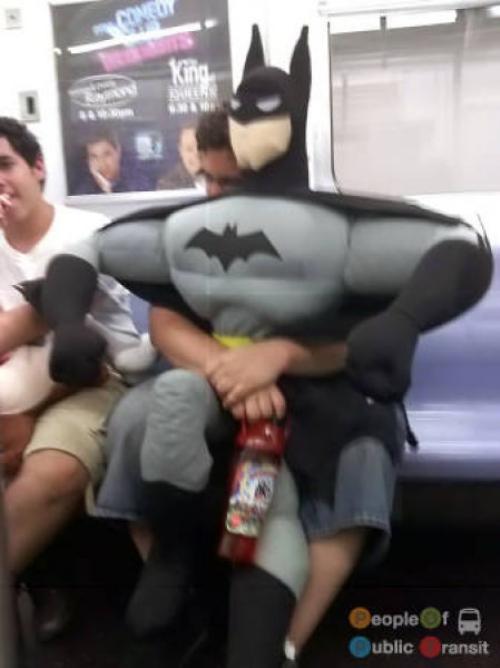 pessoas bizarras em metrô (29)