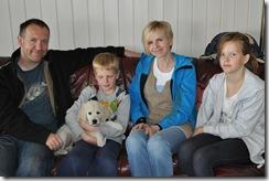 Familien Kvellheim fra Klæbu med Bella