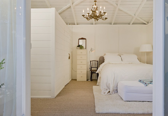 west-hollywood-bungalow-bedroom