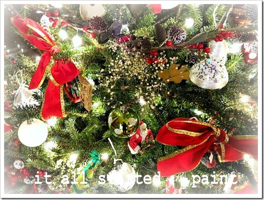 xmas tree matte closeup (550x413)-1