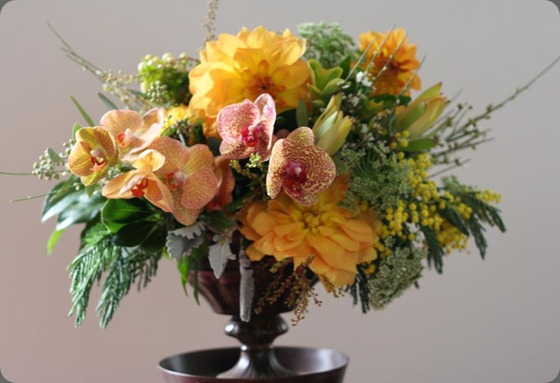 bella fiori gold centerpiece