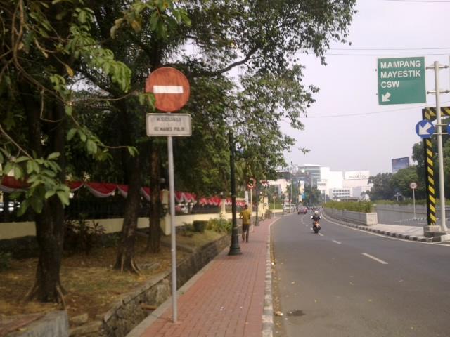 Dilarang lewat kecuali ke Mabes Polri 2.jpg