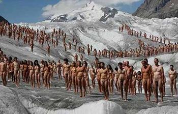 Protesta Greenpeace per ghiacciai e riscaldamento (foto Tunick)